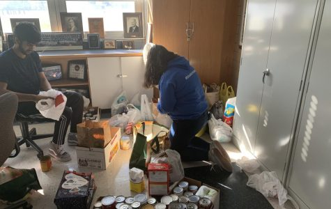 Kenwood High Food Drive Collects over 300 Pounds of Food for the Thanksgiving Holiday